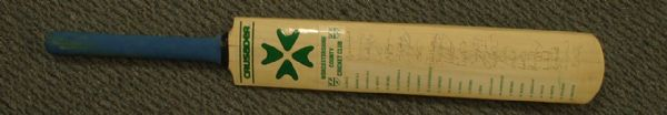 WORCESTERSHIRE COUNTY CRICKET CLUB - Autographed Bat
